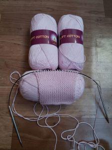 Розовый детский пуловер спицами
