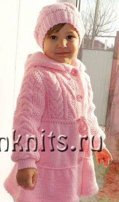 Пальто для девочки спицами «Стефания»