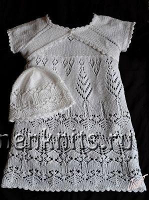 Платье спицами малышке