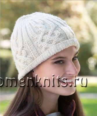 Модная шапка бини с аранами спицами