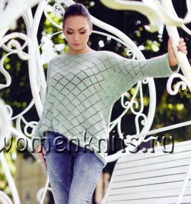 Теплый пуловер спицами с ажурными ромбами