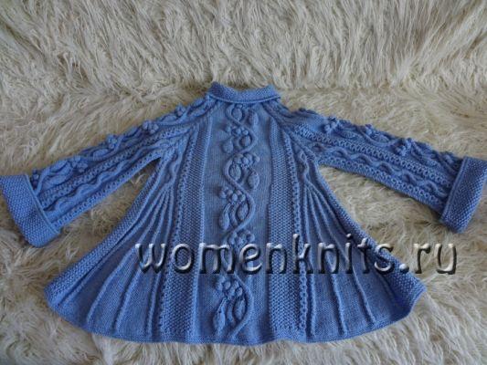 Пальто для девочки спицами «Кельтская виноградная лоза»