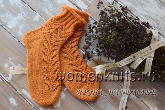 Ажурные носки спицами с узором «Треугольники»