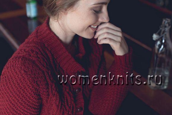 Бордовый жакет спицами вафельным узором с аранами